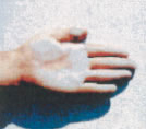 壁に手を擦りつけイメージ